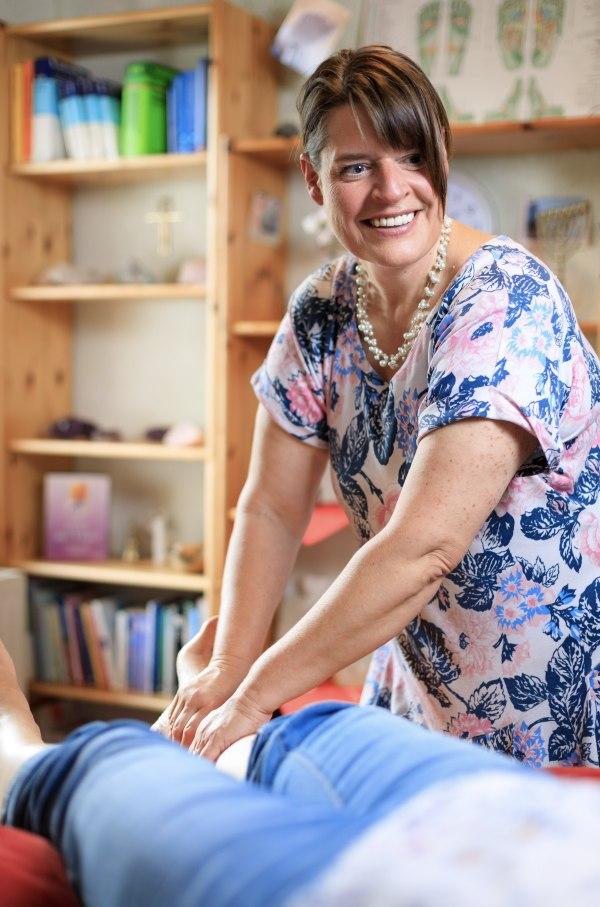 Fussreflexzonentherapie- Wohlfühlmassage und rhythmische Einreibungen